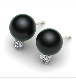 Grace a Black Tahitian Cultured Pearl Earring