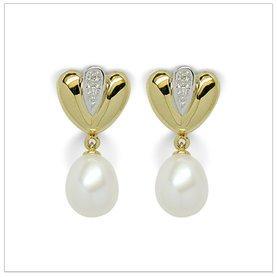 Fanny a Japanese Akoya Cultured Pearl Earring