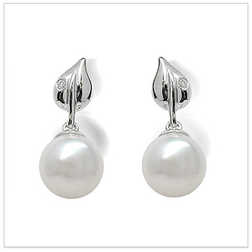 Dew Drop a Japanese Akoya Culture Pearl Earring