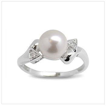 Ace a Japanese Akoya Cultured Pearl Ring