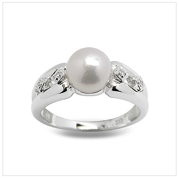 Quintessa a Japanese Akoya Cultured Pearl Ring