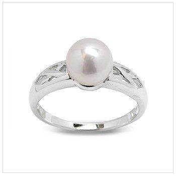 Corvina a Japanese Akoya Cultured Pearl Ring