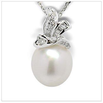 Dysis a Australian White Cultured Pearl Pendant