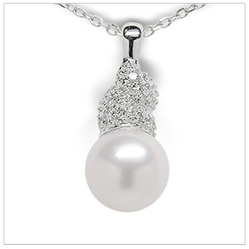 Cindy a Japanese Akoya Cultured Pearl Pendant