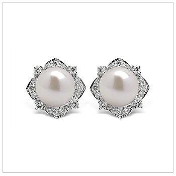 Dilana a Japanese Akoya Cultured Pearl Earring