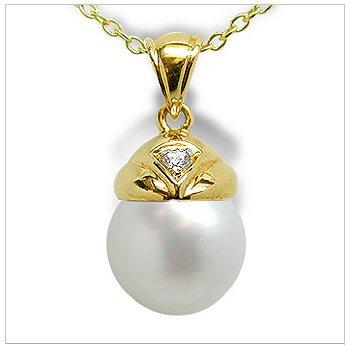 Aladdin a Australian White South Sea Cultured Pearl Pendant