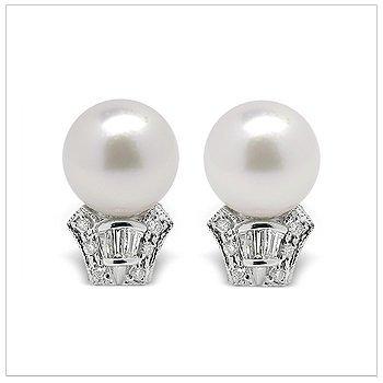 Casta a Japanese Akoya Cultured Pearl Earring