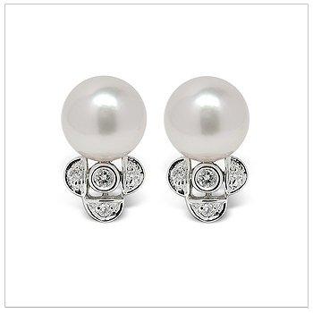 Felicity a Japanese Akoya Cultured Pearl Earring