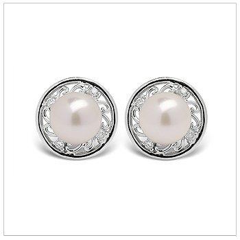 Desma a Japanese Akoya Cultured Pearl Earring