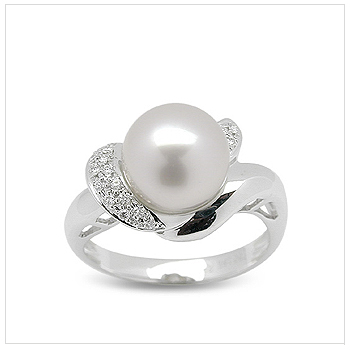 Zorah a White Australian South Sea Pearl Ring