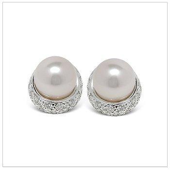 Jojo a Japanese akoya Cultured Pearl Earring